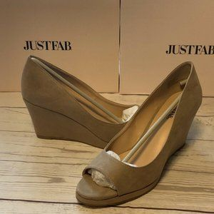 New in Box JUST FAB Nettie Taupe Wedge heels size